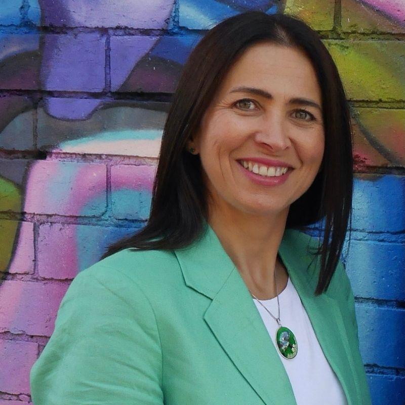 Lisa Saunders BBus